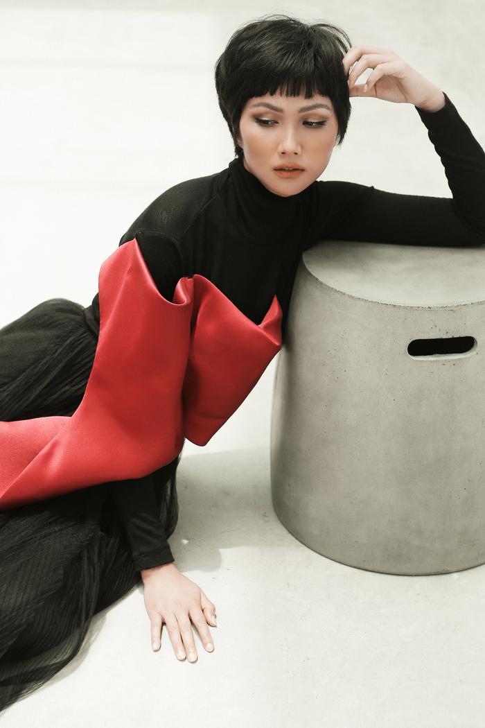 Không ngờ cũng có lúc HHen Niê chụp ảnh high fashion xuất thần thế này! ảnh 5