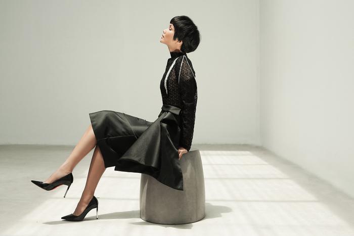 Không ngờ cũng có lúc HHen Niê chụp ảnh high fashion xuất thần thế này! ảnh 10