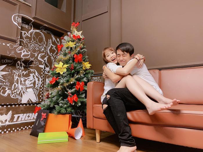 Trước đám cưới, hãy cùng nhìn lại những khoảnh khắc ngọt ngào của Cris Phan và bạn gái hơn tuổi Mai Quỳnh Anh ảnh 12