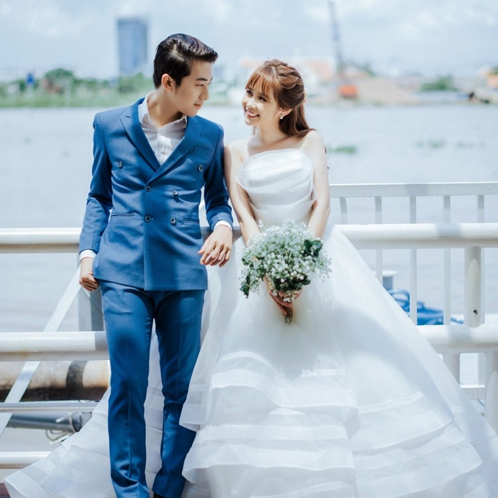 Tấm ảnh cưới của cặp đôi Cris Phan với hotgirl Mai Quỳnh Anh nhận được nhiều lời chúc phúc từ bạn bè và người hâm mộ