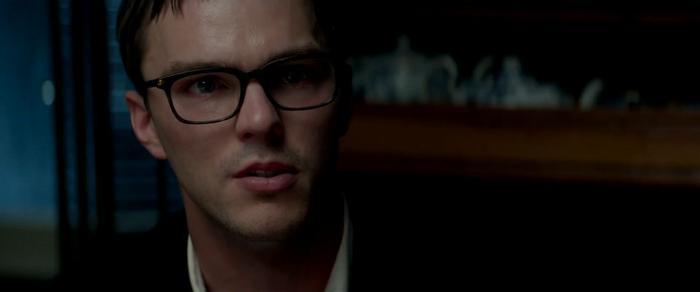 Điều gì đã khiến Hank trông đau khổ như thế này?