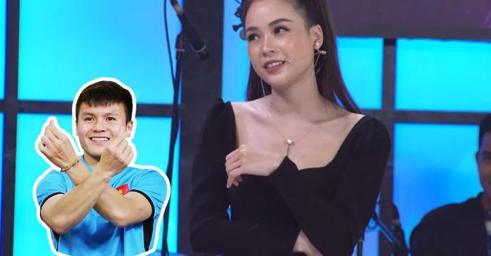 Hot girl Sam tỏ tình Quang Hải ngay trên sóng truyền hình.
