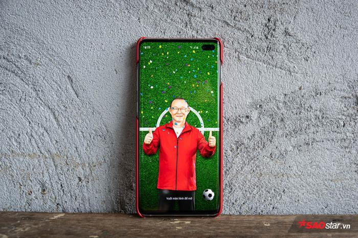 Hai hình nền của màn hình khóa độc quyền. Chắc cũng vì độc lạ nên Samsung không cho phép bạn chụp ảnh màn màn hình khóa