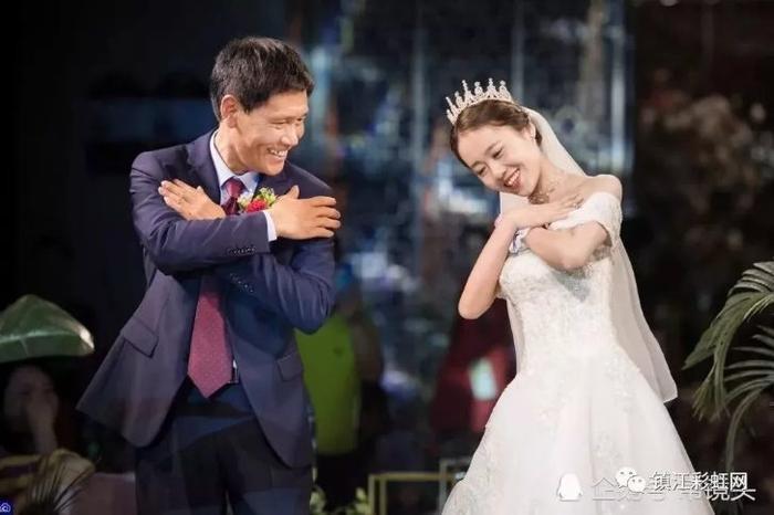 Thôi Ngọc nhảy cùng bố trong đám cưới.