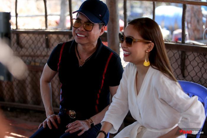 HLV Ngọc Sơn và Giang Hồng Ngọc theo dõi từng cảnh quay của các thí sinh.