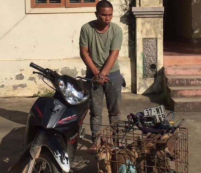 Đối tượng mang đao đi trộm chó tại cơ quan công an