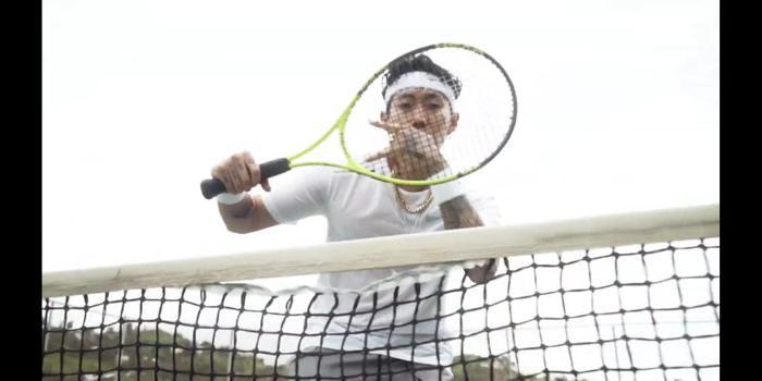 MV chỉ đơn giản là những phân cảnh Jay Park chơi tennis…