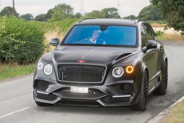 Bentley Bentayga: Bentley Bentayga là một trong những chiếc SUV đắt nhất, mạnh nhất và nhanh nhất thế giới.Raheem Stirling và Jesse Lingard củaManchester City chính là hai trong những cầu thủ ngoại hạng Anh đang sở hữu siêu xe này.