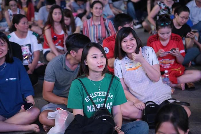 """Người hâm mộ đang háo hức chờ xem huấn luyện viên """"Phù thủy"""" Park Hang-seo có thể """"biến hóa"""" như thế nào. Ai cũng tràn ngập niềm vui vì dư âm của trận thắng hôm qua."""