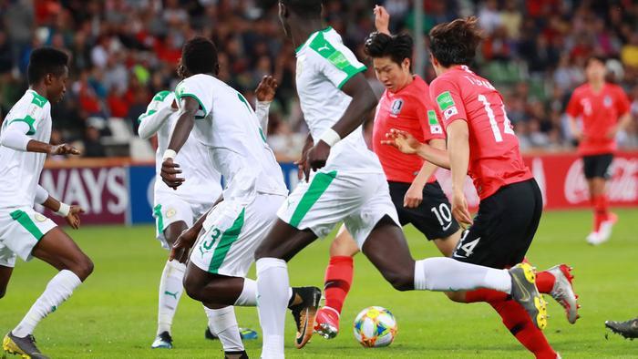 Jung Hae In cùng loạt sao chúc mừng Hàn Quốc vào bán kết U20 thế giới sau 36 năm ảnh 0