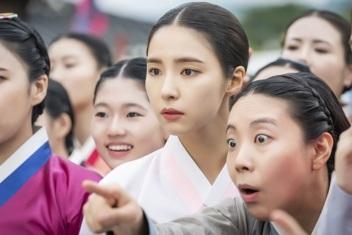 MBC phát hành hình ảnh đầu tiên của 'Mỹ nữ mặt đơ' Shin Se Kyung trong phim 'Rookie Historian Goo Hae Ryung' đóng cùng Cha Eun Woo