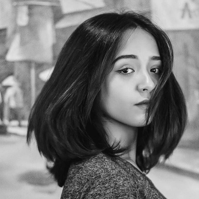 """Trinh Tây (tên đầy đủ: Ozeri Yael Phương Trinh, sinh năm 1998) là sinh viên ngành Ngôn ngữ Anh. Cô gái có biệt danh """"búp bê con lai"""" mang trong mình 2 dòng máu Việt - Israel. Hiện trang cá nhân của cô có hơn 220.000 lượt theo dõi."""