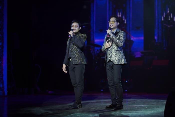 Cả hai cùng thể hiện ca khúc Tình phụ tử.
