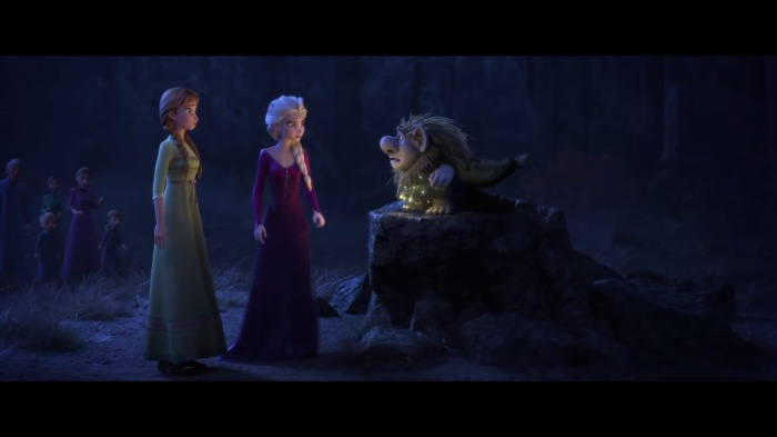 Cụ Pabbie dường như đang cảnh báo Elsa và Anna về điều gì đó.