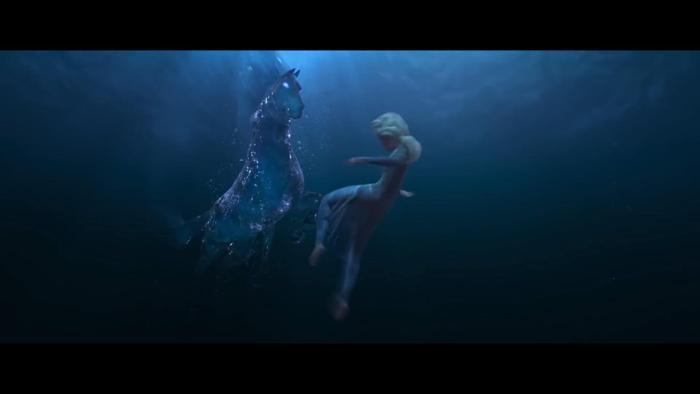 Elsa gặp chú ngựa bí ẩn dưới biển.