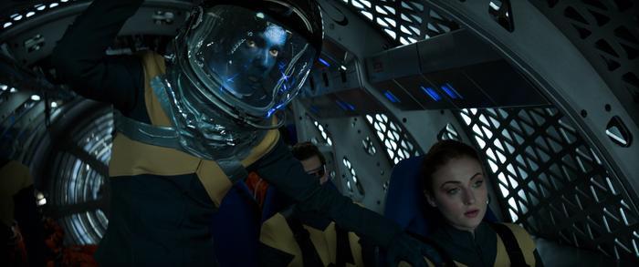 Trong lúc làm nhiệm vụ ngoài không gian, Jean Grey đã vô tình chạm trán thực thể Phoenix Force và hấp thụ nó vào cơ thể.