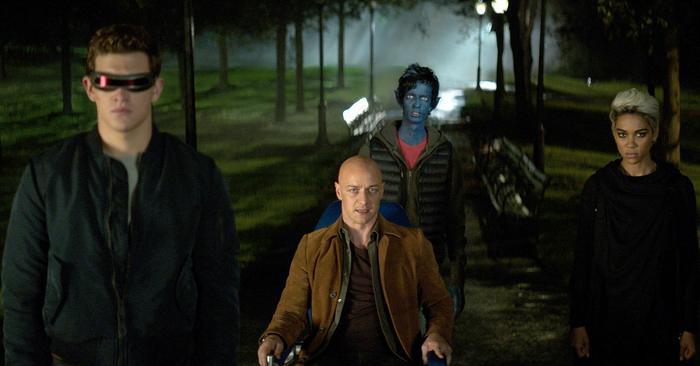 """Giáo sư X tiếp tục là điểm sáng hiếm hoi, có cá tính nổi bật trong số dàn nhân vật chính của """"Phượng Hoàng Bóng Tối""""."""