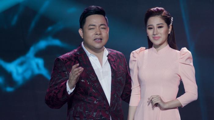 Trong tập đầu tiên, Tố My và Quang Lê sẽ lần đầu tiên kết hợp trong ca khúcMẹ bảo anh rằng.
