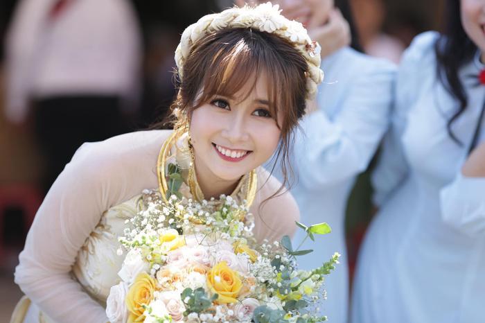 Chân dung cô dâu xinh đẹp của Cris Phan.