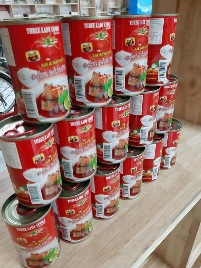 Nếu các sinh viên không muốn lấy các thực phẩm tươi sống thì có thể tìm đến các loại đồ hộp.