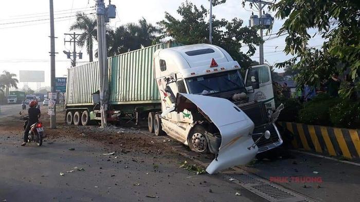Chiếc container gây tai nạn. Ảnh: Vietnamnet.