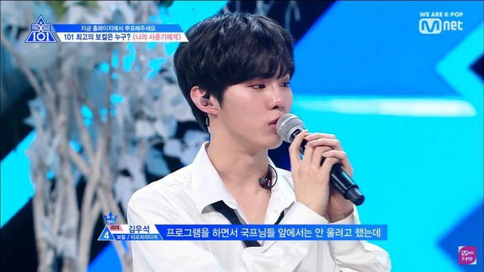 Hóa ra Kim Woo Seok rơi nước mắt vì bản nhạc quá buồn và không kìm chế được cảm xúc dành cho nó.