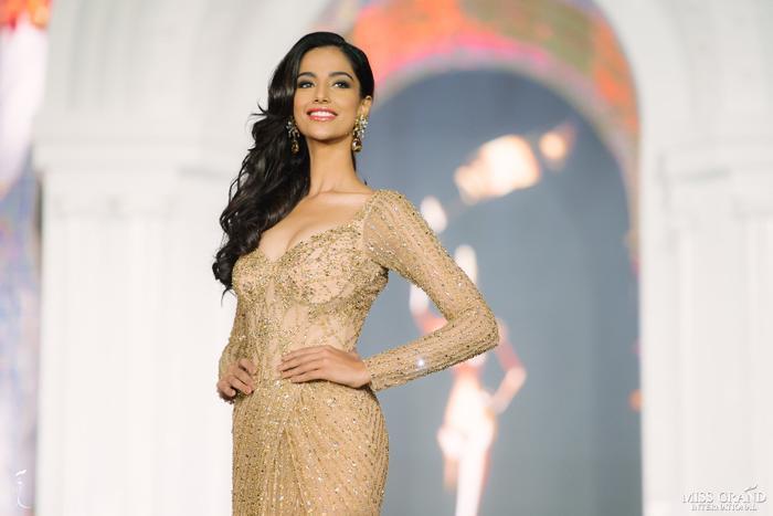 Meenakshi Chaudhary từng đại diện Ấn Độ tham gia Hoa hậu Hòa bình Quốc tế 2018.