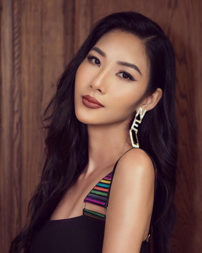 Có thể nói, sau H'hen Niê, Hoàng Thùy là đại diện Việt Nam đang nhận được sự chú ý và đánh giá cao của các chuyên gia cũng như fan sắc đẹp nhiều nhất.