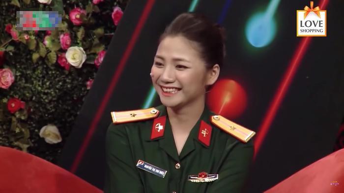 Thiếu úy Thu Hiền xinh đẹp