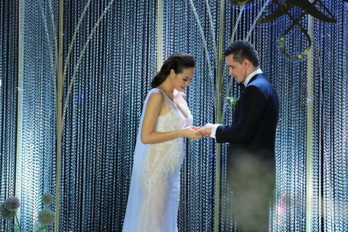 Choáng với giá trị bộ trang sức của Phương Mai diện trong ngày cưới ảnh 3