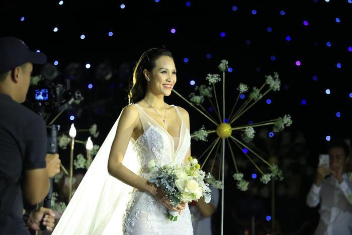 Choáng với giá trị bộ trang sức của Phương Mai diện trong ngày cưới ảnh 2