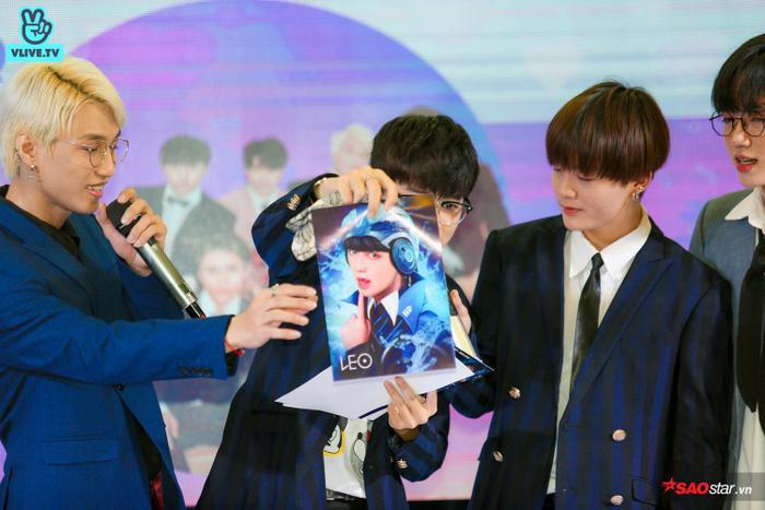 Buổi fansign của Zero 9: Fan từ cười tươi hết cỡ đến xúc động, ôm chặt các thành viên không rời ảnh 11