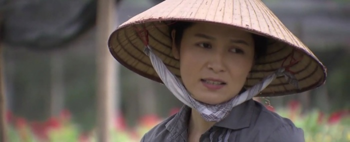 Cô Hạnh (Hoa Thúy) tâm sự chuyện nhà với ông Sơn (NSƯT Trung Anh)