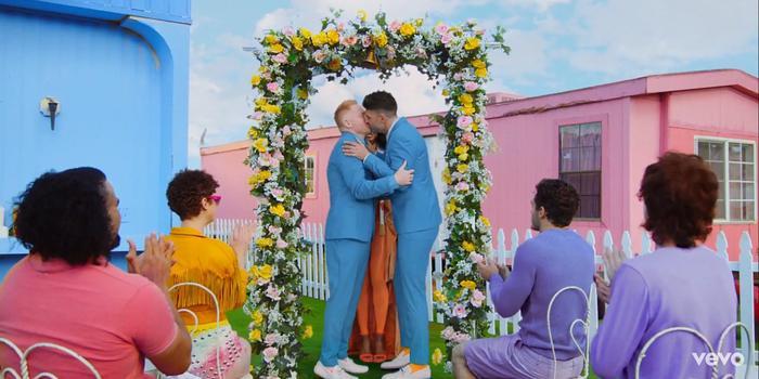 Hôn nhân đồng giới được Taylor Swift đưa vào MV một cách thẳng thắn.