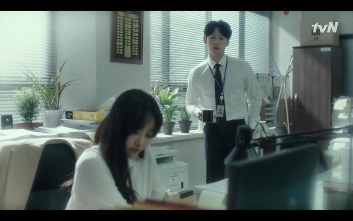 Phim Abyss tập 13-14: Ahn Hyo Seop lại hồi sinh sát nhân, đau khổ khi Park Bo Young bị nhốt trong phòng băng đến chết ảnh 11
