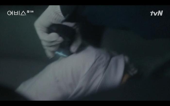 Phim Abyss tập 13-14: Ahn Hyo Seop lại hồi sinh sát nhân, đau khổ khi Park Bo Young bị nhốt trong phòng băng đến chết ảnh 31
