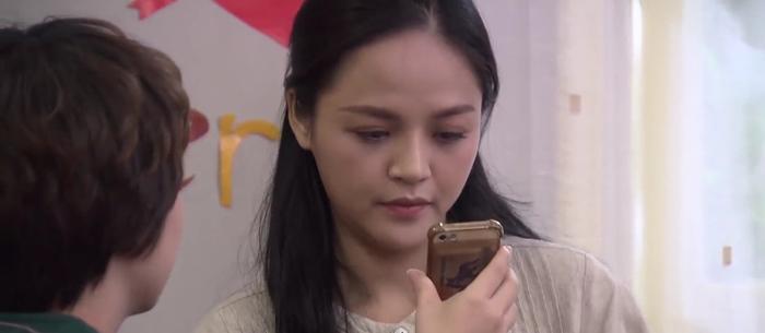 Tập 47 phim Về nhà đi con: Từ cô Xuyến đến cô Hạnh, Anh Thư nhận lại chỉ trích vì phản đối bố đi bước nữa ảnh 0