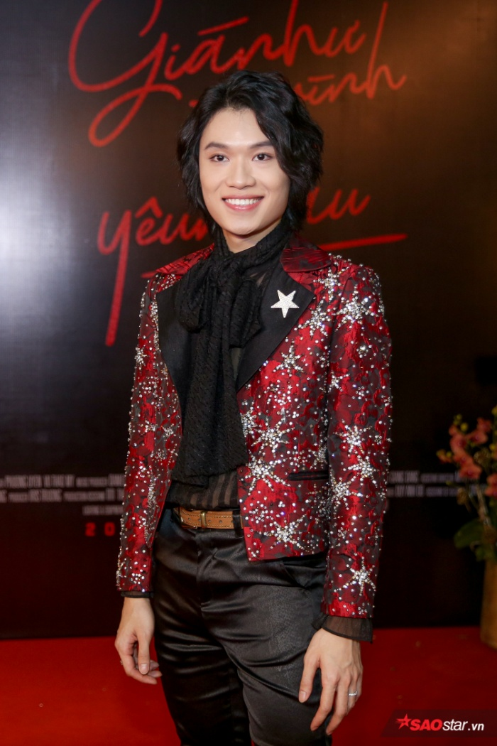 Quang Trung trong buổi họp báo ra mắt MV.