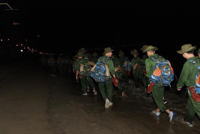 Có lẽ, những trải nghiệm lần đầu tiên trong kỳ học quân sự của tân sinh viên ĐH Tôn Đức Thắng sẽ là kỷ niệm đẹp mà khó lòng có thể quên.