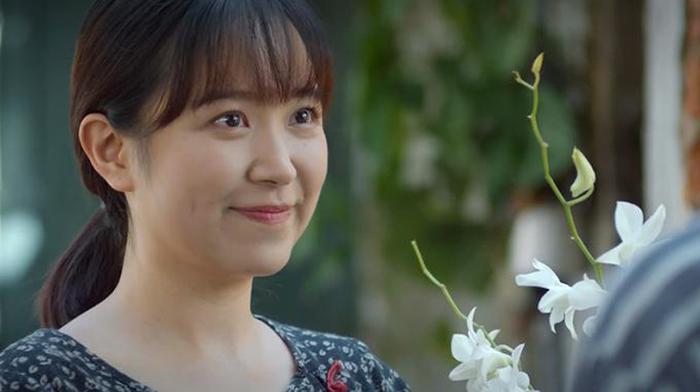"""Vai diễn Lan trong """"Những cô gái trong thành phố"""" cũng giúp Kim Oanh lọt vào danh sách đề cử hạng mục Nữ diễn viên ấn tượng. Lan là một cô gái xứ Quảng phải nghỉ học từ sớm để làm công nhân, trở thành trụ cột cho gia đình. Cô gây ấn tượng bằng giọng Quảng Trị đặc trưng và nét diễn tự nhiên."""