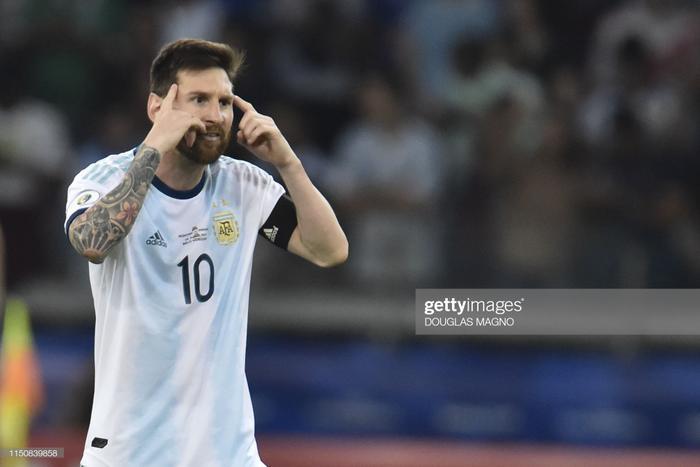 Bước vào trận, mặc dù chơi tốt hơn, có được những cơ hội ăn bàn rõ ràng hơn nhưng Messi và đồng đội đã không thể có được trọn vẹn 3 điểm trước Paraguay.