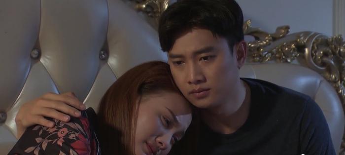 Tập 49 phim 'Về nhà đi con': Nhớ mẹ, Anh Thư khóc hết nước mắt vì thương ông Sơn