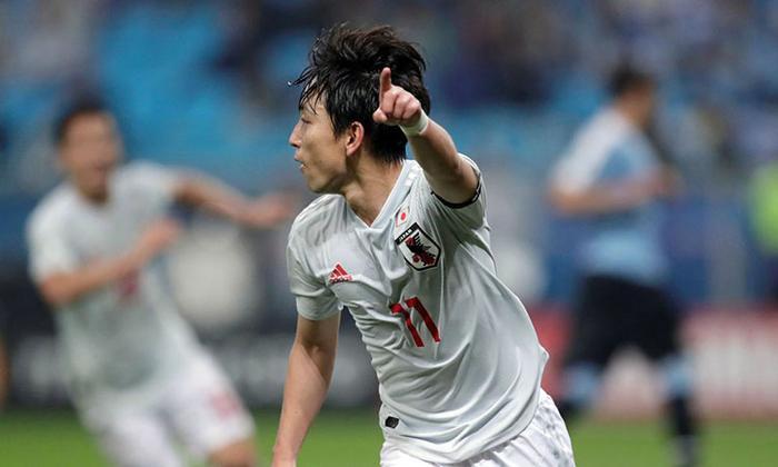 Miyoshi ghi cả 2 bàn vào lưới Uruguay.