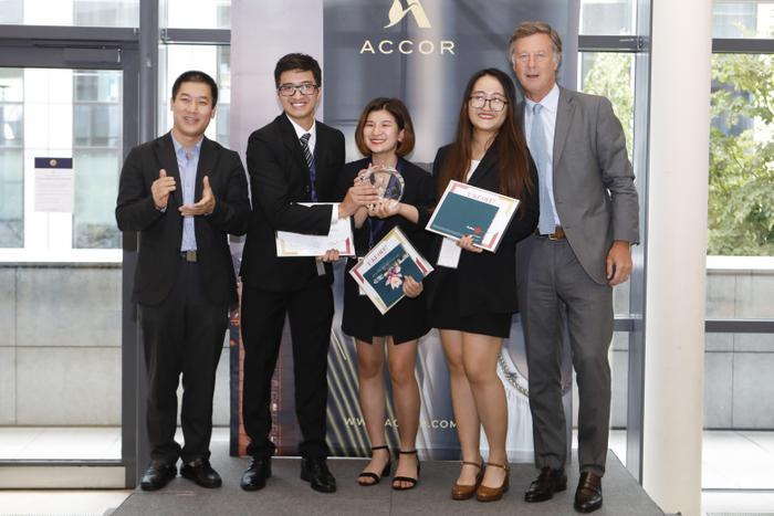 Nhóm 3 sinh viên Chương trình Cử nhân Quốc tế, Đại học Kinh tế Quốc dân (IBD@NEU) trở thành nhà vô địch thi quốc tế Accor Takeoff 2019.