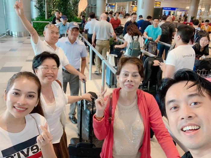 Khoảnh khắc hạnh phúc của gia đình Dương Khắc Linh và Sara Lưu trong chuyến du lịch trăng mật.