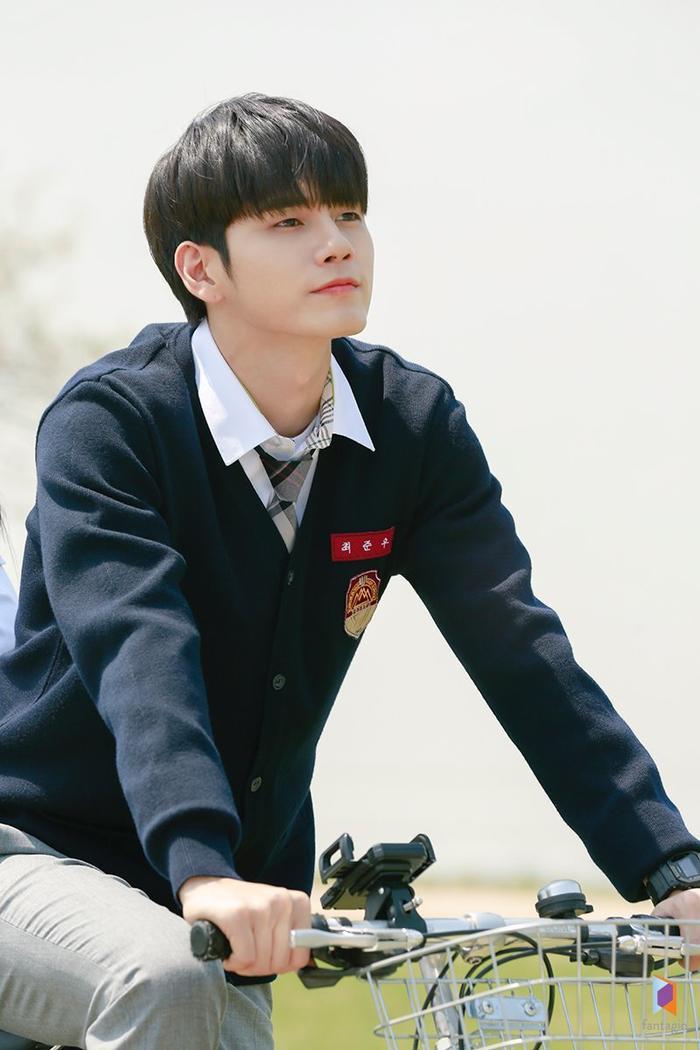 Chiếc xe đạp gắn liền với tuổi học sinh.