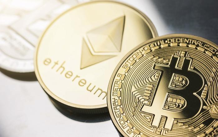 Giá tiền ảo Bitcoin lần đầu tiên vượt mốc 10.000 USD sau 15 tháng