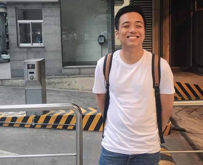 """He Always Smile tên thật là là Đỗ Hoàng Minh Khôi (còn được gọi là Khôi Te), sinh sống tại Hà Nội. Video của anh chàng này được yêu thích nhờ sự đầu tư công phu về nội dung, kịch bản, và những """"thước phim"""" được đầu tư kĩ về hình ảnh long lanh, lãng mạng."""
