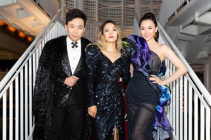 Hari và Trấn Thành xuất hiện lộng lẫy như 'ông hoàng bà chúa' tại sự kiện cùng nữ danh ca Kim SoHyang