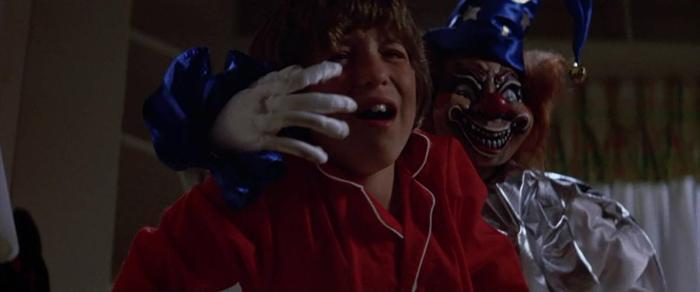 Cảnh chú hề dọa Robbie trong The Poltergeist 1982.